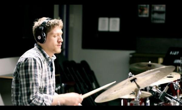 Вижте най-бързия барабанист в света