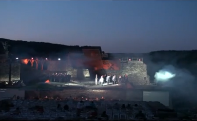 """""""Тоска"""" и """"Бал с маски"""" на царския хълм във Велико Търново"""
