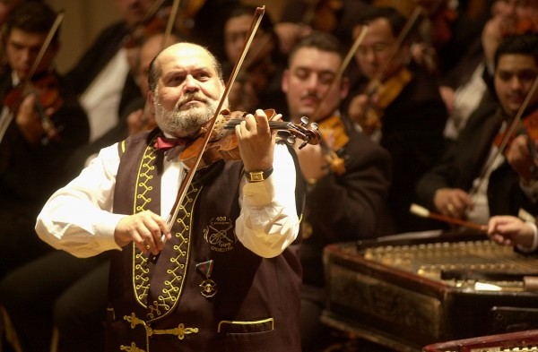 100 Gypsy Violins пристигат с унгарски готвач