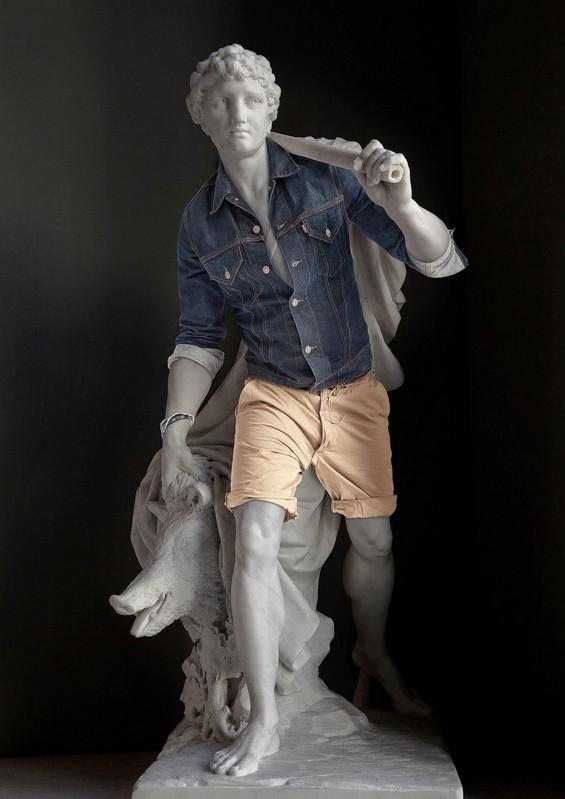 Скулптури, облечени като хипстъри