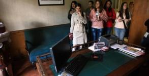 Зрители разглеждат кабинета, в който е работил Пейо Яворов. сн. Христо Танев