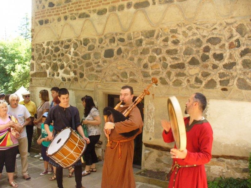Галерия: MODVS VIVENDI в двора на Боянската църква