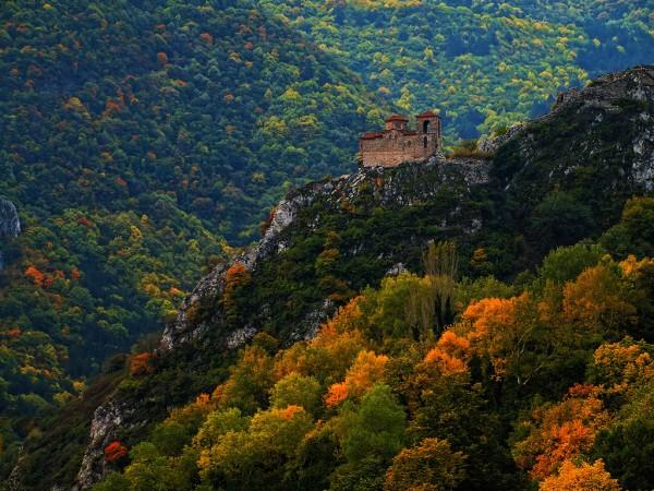 Нощни посещения на Асенова крепост