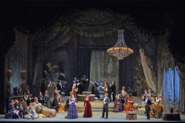 """Премиера на """"Травиата"""" в Опера в Летния театър"""