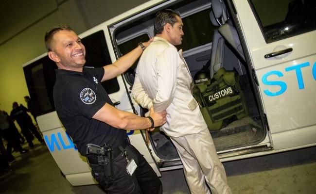 Арестуваха тв водещ със синтетична дрога на летището