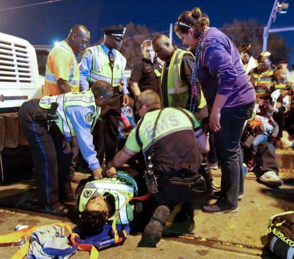 Извънредна новина – автомобил се вряза в тълпа на музикален парад в САЩ